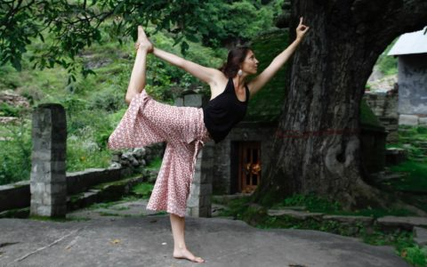 Posture du danseur Natarajâsana yoga marseille quartier longchamp