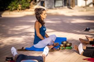Angela prof yhom yoga longchamp